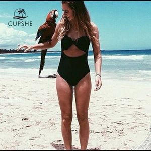 NWT Cupshe Cut Out One Piece
